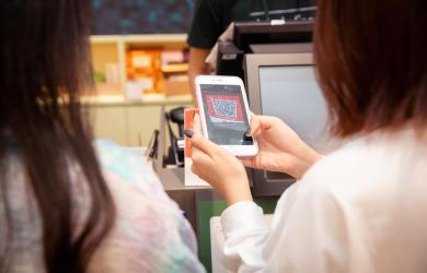 Quét QR tại cửa hàng - cách thức thanh toán một công, đôi tiện ích